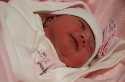 Yeni yılın ilk bebeği Azra bebek 00.01'de hastanemizde dünyaya geldi