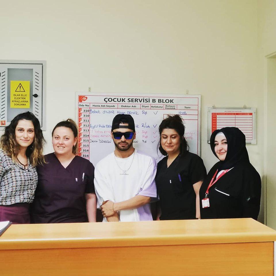 Sanatçı EMRE KAYA'dan Hastanemize Ziyaret
